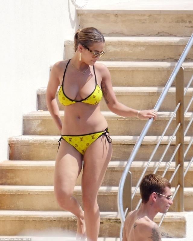 Rita Ora là một trong những ngôi sao đình đám nhất nước Anh