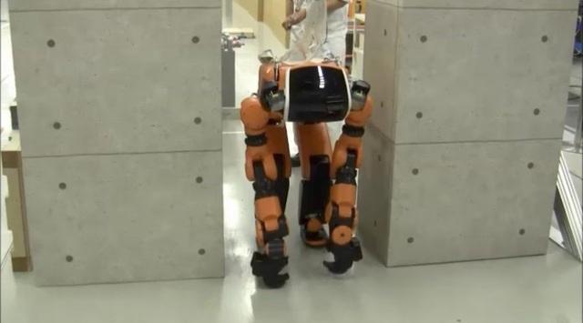 Honda giới thiệu mẫu robot cứu trợ thiên tai - 1