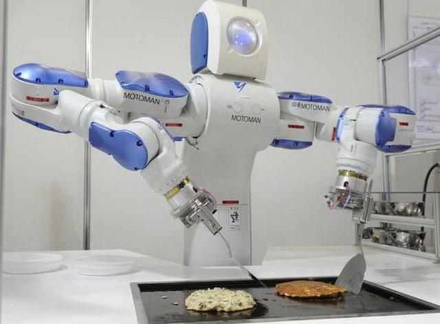 Robot xuất hiện ngày càng nhiều trong cuộc sống, đồng nghĩa con người sẽ bị cạnh tranh gay gắt việc làm - Ảnh: Twitter/RT