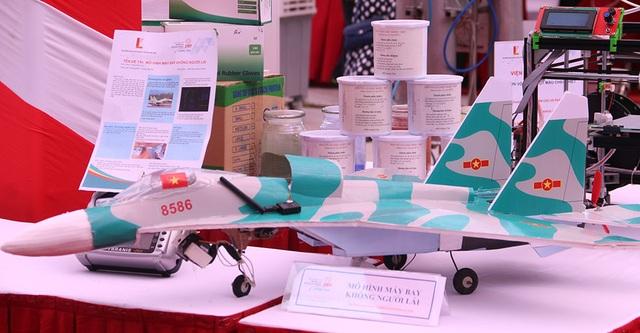 Mô hình máy bay không người lái.
