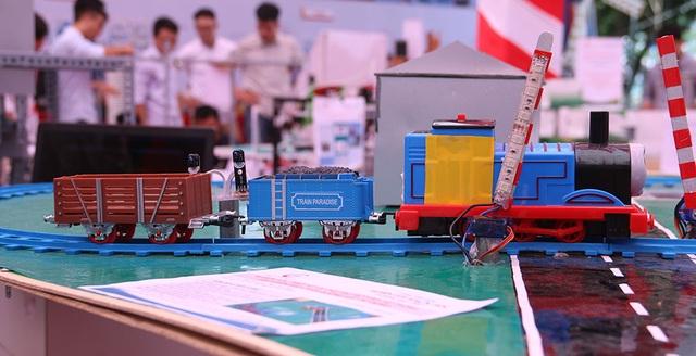 Mô hình điều khiển rào chắn đường sắt tự động.