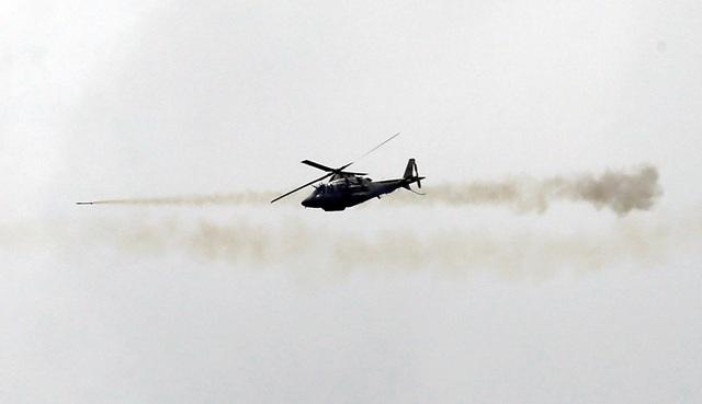 Máy bay của quân đội chính phủ nã rocket vào khu vực nghi có phiến quân Maute (Ảnh: Reuters)