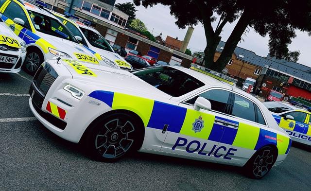Chiếc xe cảnh sát Rolls-Royce Ghost độc nhất vô nhị - 3