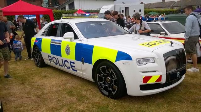 Chiếc xe cảnh sát Rolls-Royce Ghost độc nhất vô nhị - 2