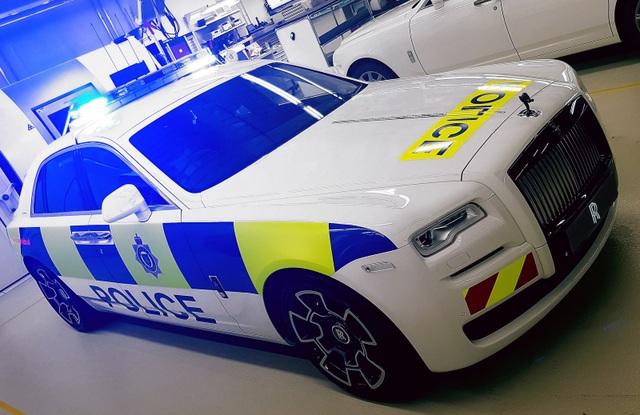 Chiếc xe cảnh sát Rolls-Royce Ghost độc nhất vô nhị - 1