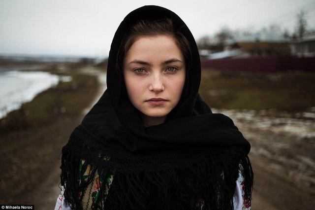Vẻ đẹp của một cô gái người Romania tại quê hương tác giả