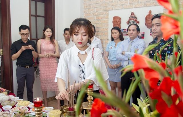 Các nghệ sĩ là diễn viên, MC ở Đà Nẵng vừa tổ chức dâng hương tưởng nhờ ngày giỗ Tổ nghiệp sân khấu