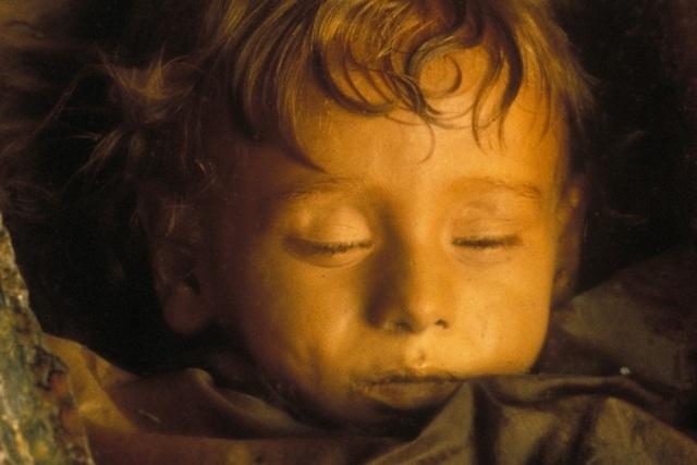Những bí ẩn về bé gái được ướp xác gần trăm năm vẫn còn chớp mắt - 3