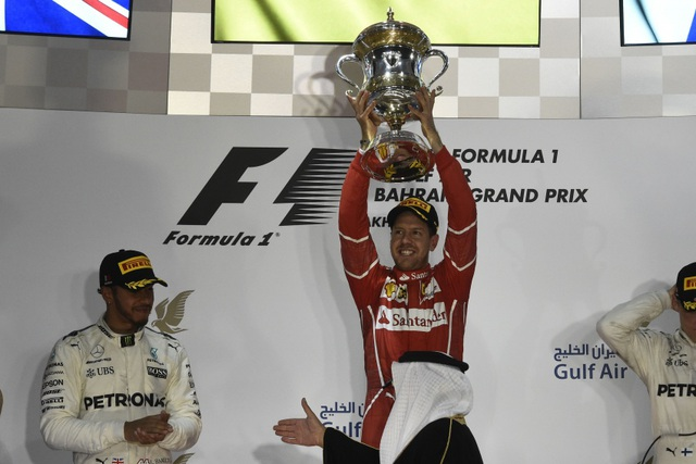 Đánh bại Hamilton và Bottas, Vettel có chiến thắng chặng thứ 2 - 3