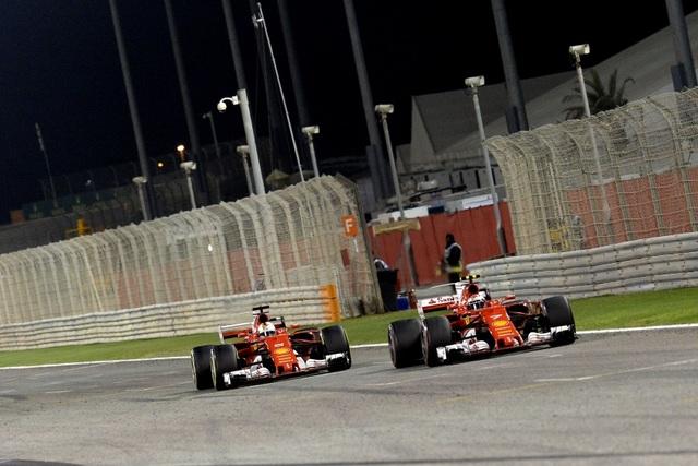 Đánh bại Hamilton và Bottas, Vettel có chiến thắng chặng thứ 2 - 11