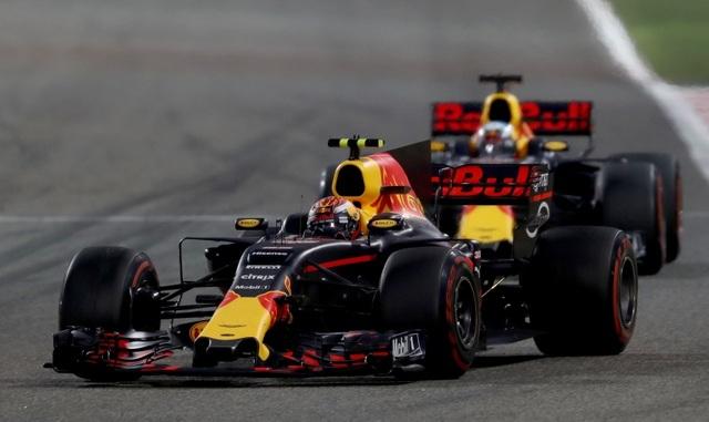 Đánh bại Hamilton và Bottas, Vettel có chiến thắng chặng thứ 2 - 9