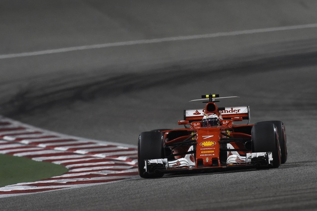 Đánh bại Hamilton và Bottas, Vettel có chiến thắng chặng thứ 2 - 4