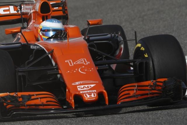 Đánh bại Hamilton và Bottas, Vettel có chiến thắng chặng thứ 2 - 7