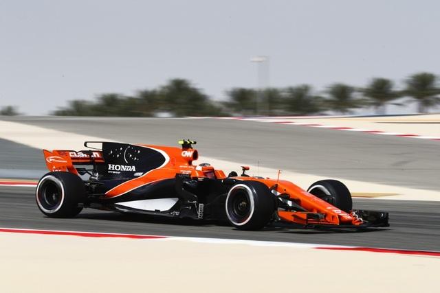 Đánh bại Hamilton và Bottas, Vettel có chiến thắng chặng thứ 2 - 13