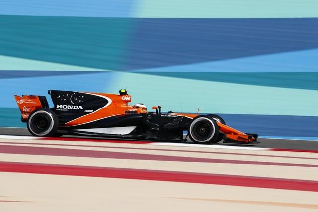 Đánh bại Hamilton và Bottas, Vettel có chiến thắng chặng thứ 2 - 6