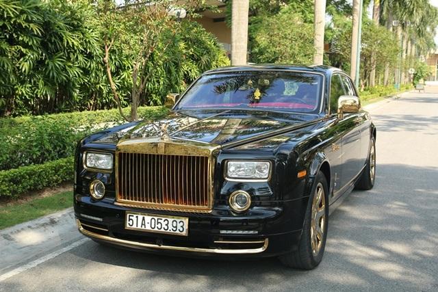 Dù không tiết lộ giá tiền cụ thể cho việc mạ vàng, song người chủ xe này cho biết ông đã phải bỏ ra một số tiền không hề nhỏ. (Ảnh: Khôi Nguyên)