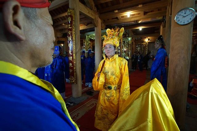 Năm nay ông Nguyễn Vũ Quý 71 tuổi (thôn Thụy Lôi) được chọn làm nhân vật đóng vai vua.