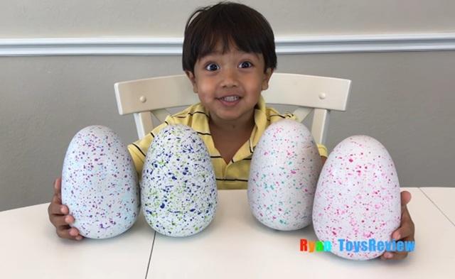 Cậu bé Ryan, 6 tuổi, kiếm 11 triệu USD/năm nhờ một tài khoản trên Youtube. (Nguồn: YouTube / RyanToysreview)