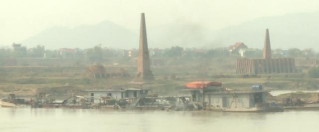 Hiện trạng khai thác cát trên sông Cầu đoạn qua tỉnh Bắc Ninh.