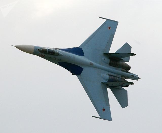 Máy bay chiến đấu Su-27 trong một chuyến bay trình diễn. (Ảnh: Sputnik)