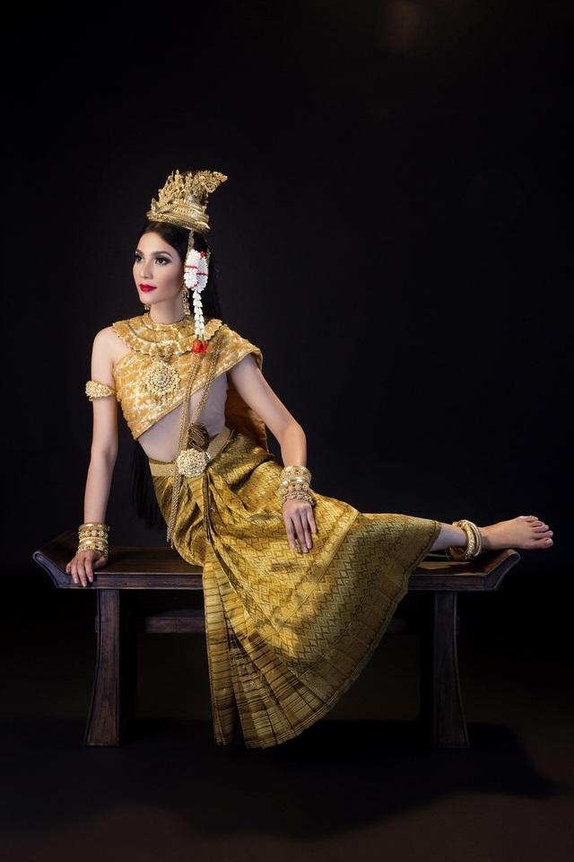 Á hậu Trương Thị May xinh đẹp trong trang phục của người Khmer