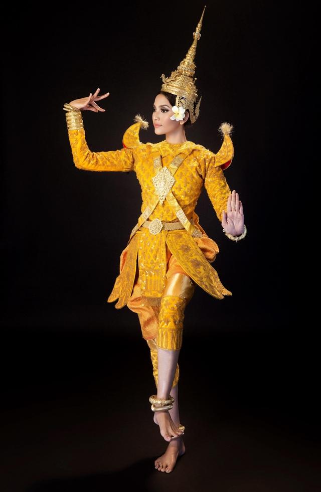 Á hậu các dân tộc Việt Nam là người gốc Khmer và cô rất tự hào về dân tộc mình
