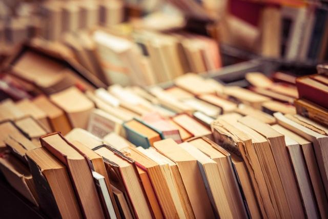 Xuất bản 100 truyện ngắn khi 1.000 cây cổ thụ tròn… 100 tuổi - 1