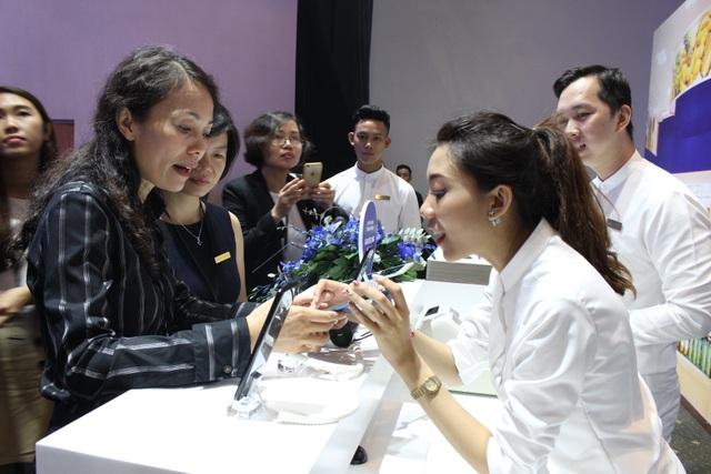 Chủ thẻ ATM ABBANK là những khách hàng đầu tiên tại Việt Nam có thể thực hiện giao dịch thanh toán thẻ qua Samsung Pay (SSP) tại bất cứ đơn vị chấp nhận thẻ nào tại Việt Nam với điện thoại Samsung đã có cài đặt ứng dụng SSP