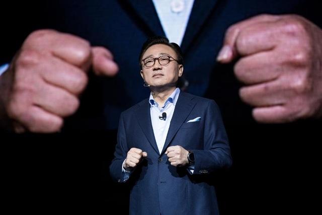 DJ Koh, Giám đốc bộ phận di động của Samsung, nói về sản phẩm mới của mình.