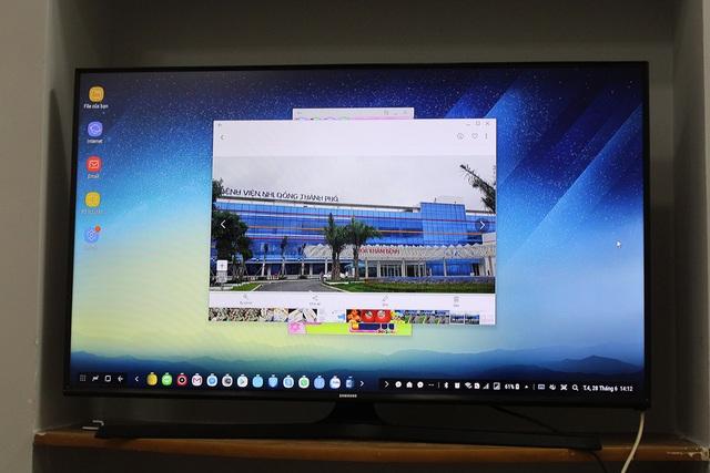 Khi Samsung DeX khởi chạy, giao diện Android sẽ được hiển thị đầy trực quan. Hãng cho biết giao diện này được tuỳ biến sâu khi hiển thị trên màn hình lớn sẽ giúp người dùng dễ dàng truy cập các ứng dụng, chỉnh sửa tài liệu, lướt web, xem video, trả lời tin nhắn và nhiều hơn thế nữa.