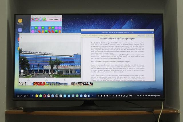 Trên màn hình hiển thị, người dùng có thể sử dụng như một chiếc pc thực thụ và sử dụng nhiều tính năng thú vị, như có thể xem phim, đánh văn bản hay xem hình. Màn hình cũng hỗ trợ hiển thị đa tác vụ tương tự một chiếc PC. Samsung cho biết, hãng đã hợp tác chiến lược giữa với Microsoft giúp người dùng dễ dàng sử dụng và khai thác tối đa các ứng dụng văn phòng như Word, Excel, Power Point…để xử lý các tập tin chứa trong smartphone Galaxy S8|S8+. Với các tác vụ chuyên dụng như chỉnh sửa ảnh, dựng video… kho ứng dụng được tuỳ biến từ Adobe như Adobe Acrobat Reader hay Lightroom Mobile… cũng hỗ trợ tối đa cho người dùng.
