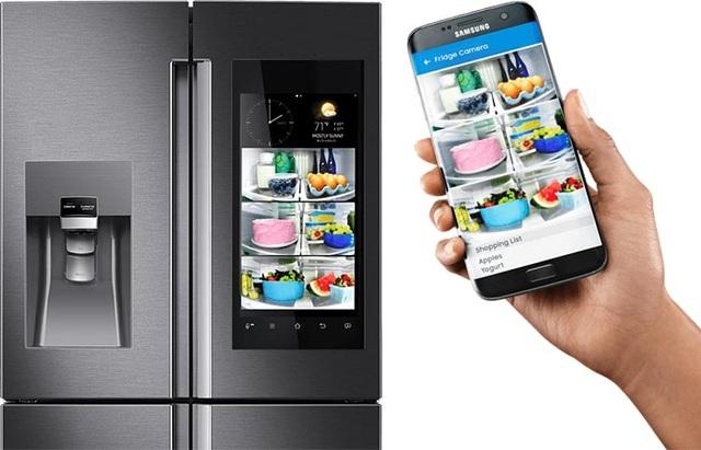 Dòng tủ lạnh thông minh Family Hub 2.0 với màn hình cảm ứng LED 21.5 inch có tính năng kết nối Internet.