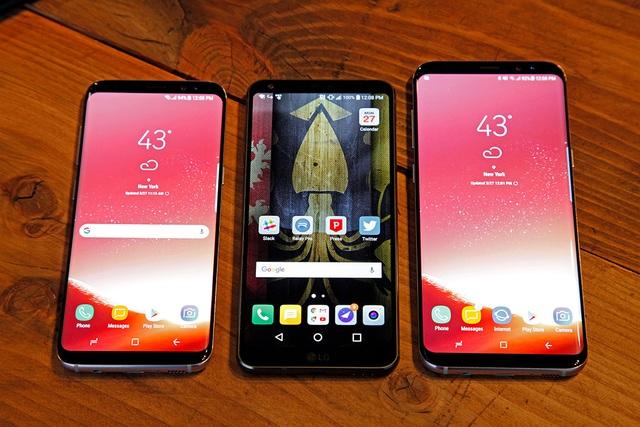 Samsung Galaxy S8/S8+ đặt cạnh LG G6 (giữa)