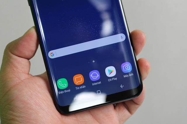 Đập hộp Galaxy S8+ chính hãng đầu tiên tại Việt Nam - 5