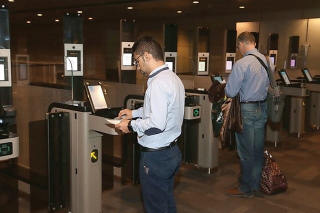 Các cửa check-in đều vắng người qua lại. Theo giới quan sát, sau khi các quốc gia vùng Vịnh cấm vận Qatar thì hàng không là nạn nhân thiệt thòi nhất.