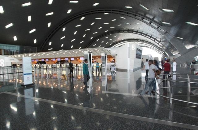 Hamad là thủ phủ của hãng hàng không Qatar Airlines. Với tình hình hiện tại, 138 quầy check-in, 2 khách sạn hơn 200 phòng, bể bơi, nhà thờ Hồi giáo và hàng nghìn mét vuông tại sân bay này dường như là quá thừa thãi