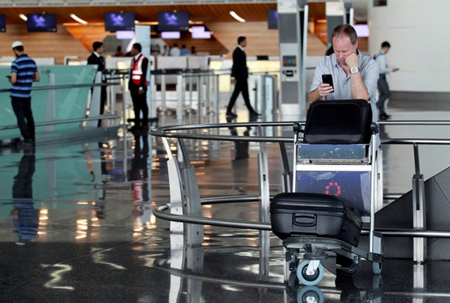 Nhiều hành khách cho biết đây là lần đầu tiên họ chứng kiến cảnh vắng vẻ ở sân bay quốc tế xa xỉ và luôn đông đúc này.