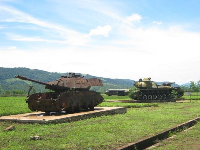 Những chiếc xe tăng, máy bay là chứng tích một thời chiến tranh khốc liệt