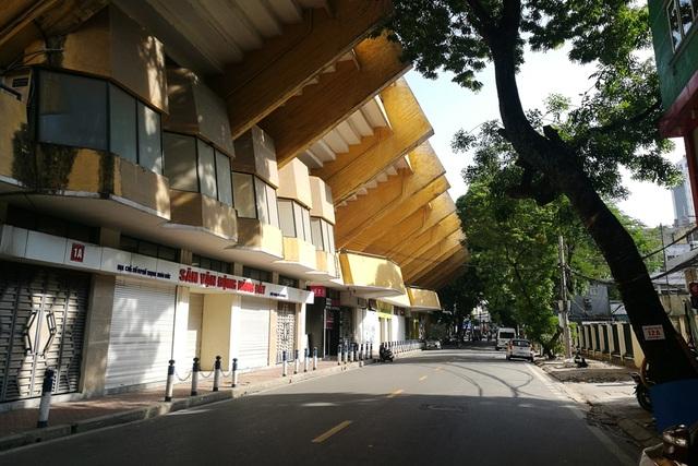 Sân Hàng Đẫy nằm trên phố Trịnh Hoài Đức, ngay gần khu Ba Đình lịch sử. Cách đây hơn 10 năm, sân được đổi tên thành sân vận động Hà Nội, nhưng nhiều thế hệ người dân Thủ đô vân quen gọi sân bằng cái tên quen thuộc: sân Hàng Đẫy.