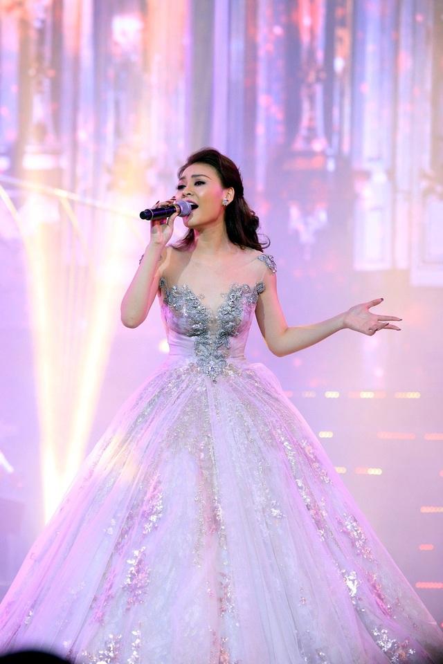 Đây là lần thứ 3 nữ ca sĩ biểu diễn ở Hà Nội. Cô chia sẻ cảm xúc mỗi lần đến với Hà Nội giống như được trở về nhà vì luôn được khán giả yêu thương và ủng hộ. Với Đêm tình nhân, Kỳ Phương Uyên giống như một cơn gió lạ.
