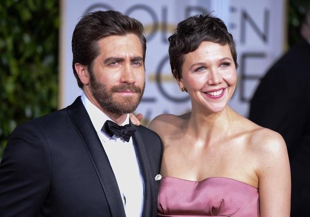 Nữ diễn viên Maggie Gyllenhaal (39 tuổi - phải)