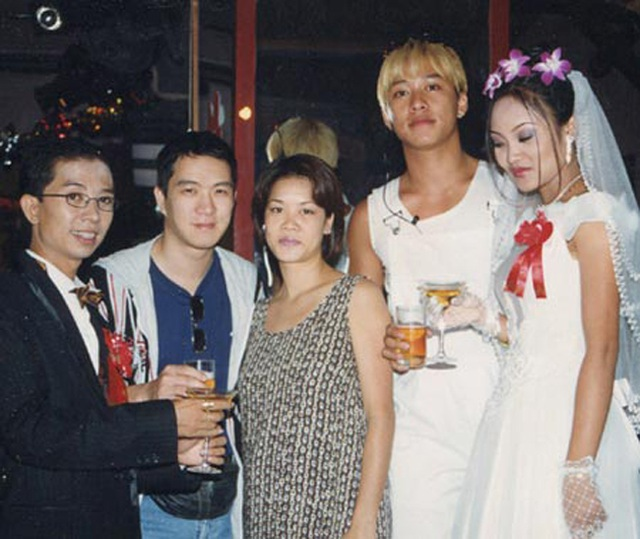 Huy MC (thứ hai từ trái qua) chia sẻ, thời gian đầu qua Mỹ có lúc anh phải phụ việc chạy bàn ở quán ăn.