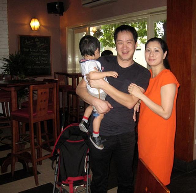 Sau khi chia tay nữ ca sĩ Thu Phương, Huy MC giờ đây có cuộc sống gia đình mới. Ở Mỹ, anh mở một quán bán sữa đậu nàng và bánh mì, tự mình đứng bếp, bán hàng, thu ngân, tính toán sổ sách.