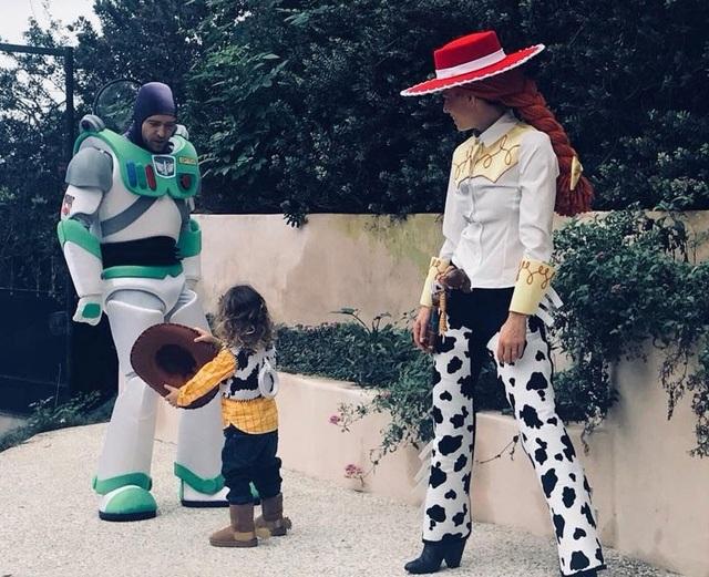 Vợ chồng Justin Timberlake và Jessica Biel cùng cậu con trai nhỏ hóa thân thành nhân vật trong bộ phim Câu chuyện đồ chơi.