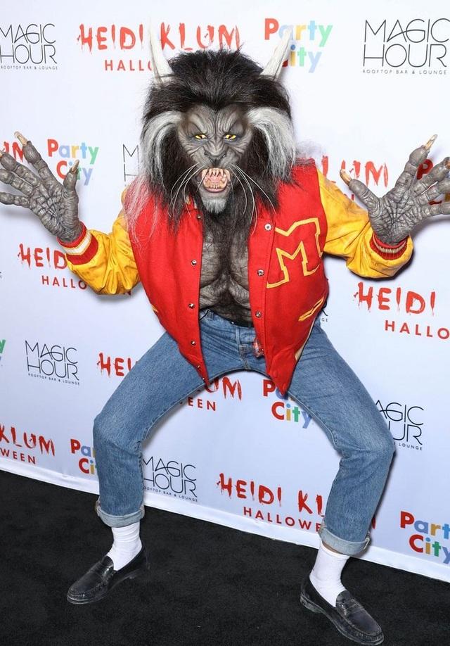 Siêu mẫu Heidi Klum biến thành nhân vật Werewolf trong ca khúc Thriller nổi tiếng của Michael Jackson.