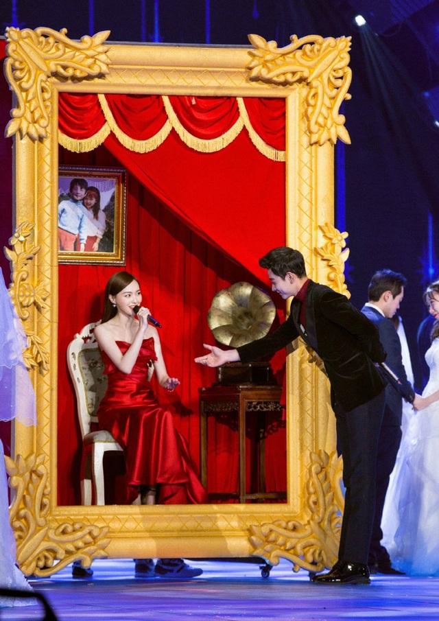 La Tấn và Đường Yên đã hò hẹn được 2 năm trước khi công bố với công chúng mối quan hệ của họ vì không muốn giới truyền thông làm hỏng chuyện tình của họ.