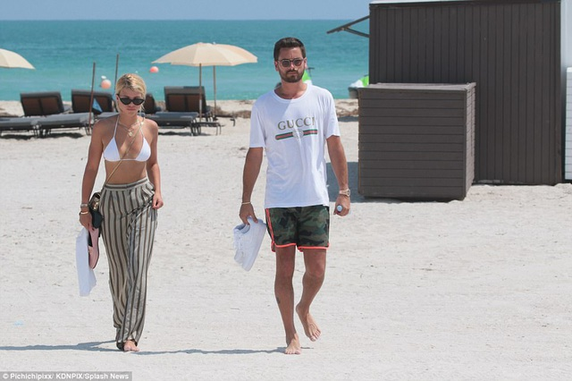 Trở thành bạn gái của Scott Disick, mối quan hệ giữa Sofia và gia đình Kardashian cũng bị ảnh hưởng. Con gái của Lionel Richie từng là bạn thân của Kendall và Kylie, hai cô em gái cùng mẹ khác cha của Kourtney Kardashian.
