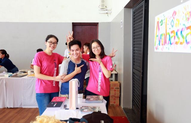 Các bạn học sinh EF sau chuyến đi đến các nước mùa hè lại cùng tham dự các hoạt động do EF Việt nam tổ chức để các em cùng chia sẻ những trải nghiệm.
