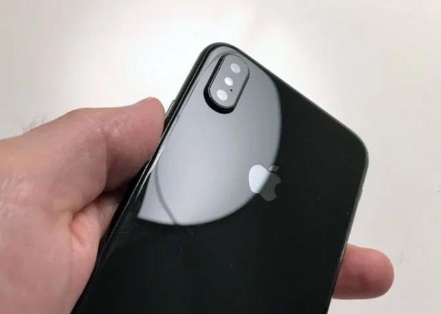 """Galaxy Note 8 """"so kè"""" iPhone 8 qua những tin đồn - 7"""