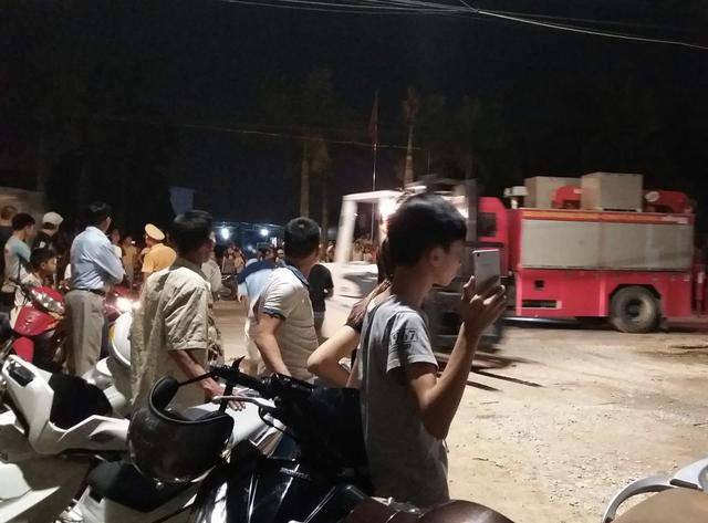 Lực lượng chức ngay có mặt tại hiện trường để điều tiết giao thông và tham gia giải quyết sự cố.